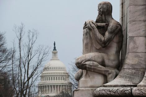 Al fondo, el Capitolio que alberga las dos cámaras del Congreso de EEUU. | Reuters