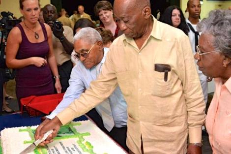 Harry Henry y Luis La Rosa celebran su jubilación. | Dpto. de Defensa de EEUU