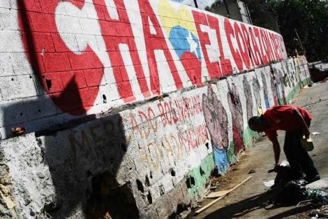 Un mensaje en la pared recuerda a Chávez.| Efe