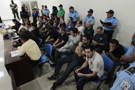 Imagen de todos los acusados en el tribunal.   Reuters