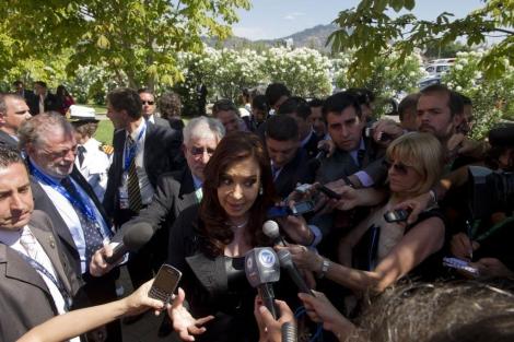 Cristina Fernandez De Kirchner atendiendo a los medios. | Afp