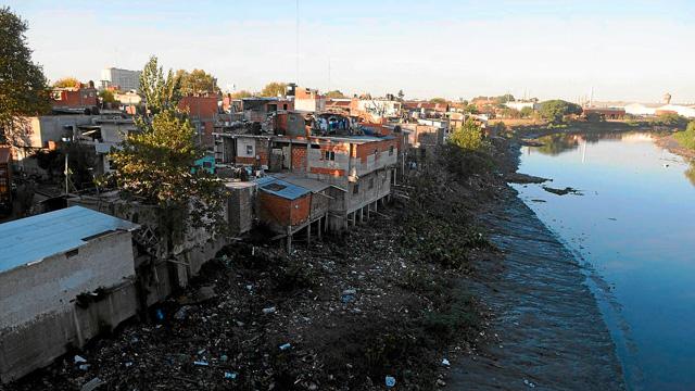 Barrio de chabolas a orillas del Riachuelo, en Buenos Aires. | Ramy Wurgaft