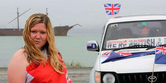 Un joven pide el 'sí' para el referéndum para fortalecer la identidad británica. | Afp