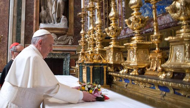 El Papa Francisco en visita privada a una basílica de Roma
