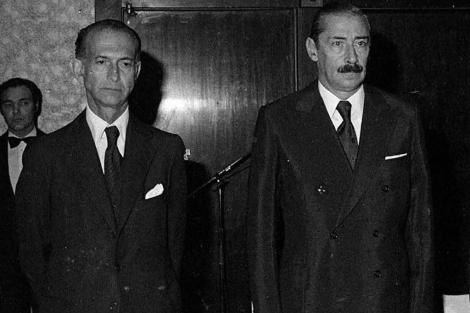 José Alfredo Martínez de Hoz (izq.) junto a Rafael Videla en la época de la dictadura. | Reuters