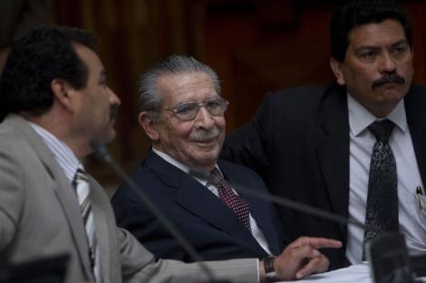 Ríos Montt, a su llegada a la Corte.| Efe VEA MÁS IMÁGENES