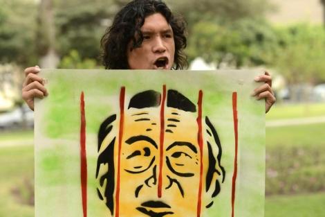 Activistas protestan contra el posible indulto a Fujimori.| Efe