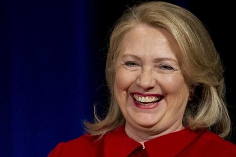 Hillary Clinton durante una ceremonia en el Pentágono en febrero de este año | Afp