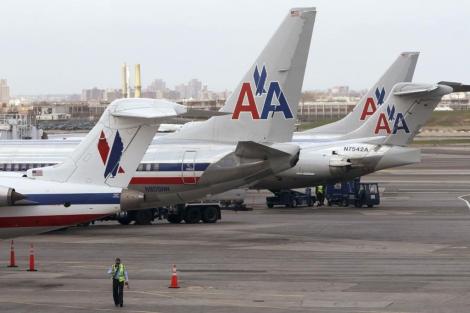 Aviones de la compañía atrapados en el aeropuerto de La Guardia, Nueva York.| Reuters