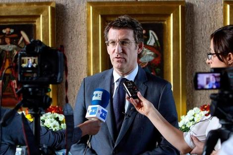 Núñez Feijóo atiende a los periodistas durante su visita a México. | Efe