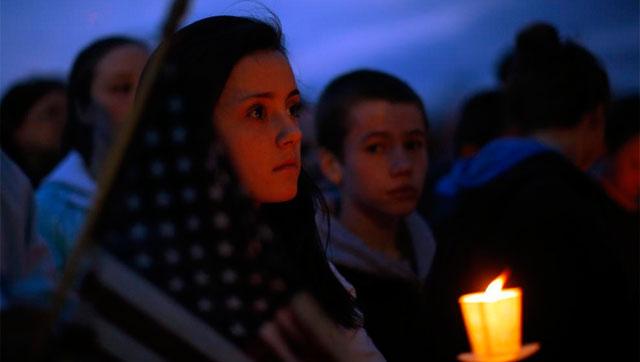 Vigilia por el niño muerto en los ataques de Boston. | Reuters