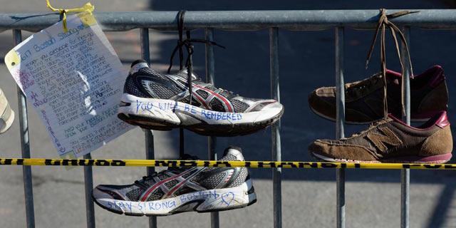 Muestras de cariño y recuerdo a las víctimas del ataque durante el maratón de Boston.