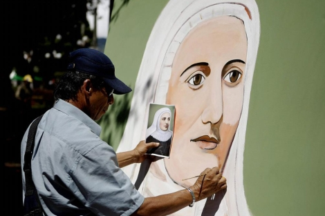 Un mural de la madre Laura en su pueblo natal, Jericó.| Efe