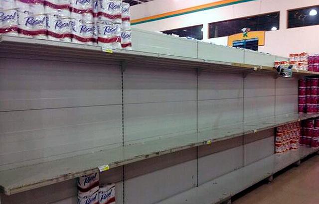 Escasez de papel higiénico en un supermercado en Venezuela. | 'Crónicas de Venezuela'
