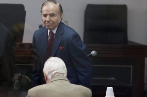 Carlos Menem antes de conocer la sentencia.| David Fernández (Efe)