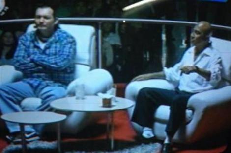 Los líderes pandilleros durante la entrevista en televisión.