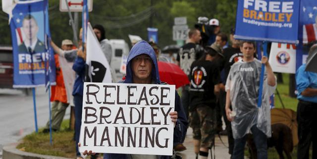 Imágenes de las protestas que piden la liberación de Bradley Manning. | Reuters