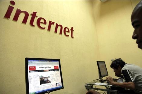 Usuarios de internet disfrutan del acceso de varias páginas |Reuters