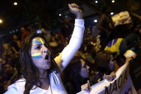 Manifestantes frente a un edificio gubernamental |Efe