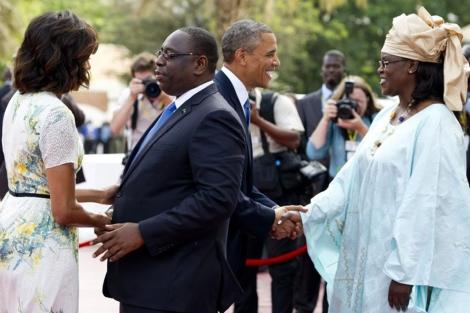 Macky Sall y su mujer Marieme Faye Sall saludan a Obama y su esposa,| Afp