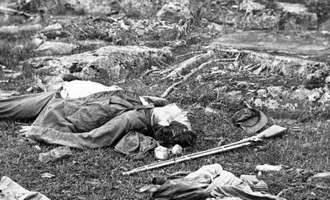 Soldados muertos en el campo de batalla.| Biblioteca del Congreso
