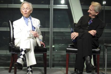 Tom Wolfe y el actor René Auberjonois en una foto de archivo.