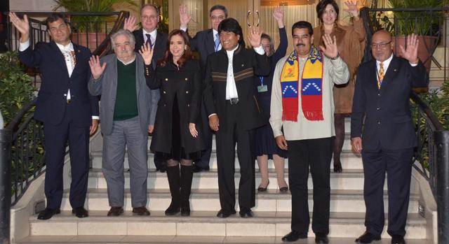 Varios mandatarios latinoamericanos reunidos con Evo Morales en Cochabamba.   Efe