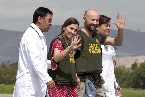 Los españoles Angel Fernandez y Maria Marlaska fueron liberados el mes pasado   Reuters