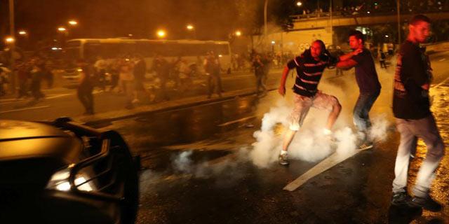 Protestas y disturbios cerca del Palacio del Gobierno en Rio de Janeiro. | Efe