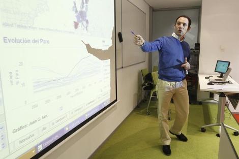 Un profesor español durante una clase | Alberto Cuellar