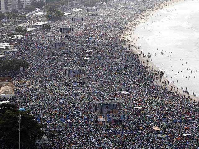 La playa de Copacabana, en la última jornada de la JMJ en Rïo de Janeiro. | Reuters