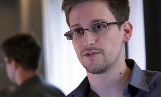 Edward Snowden durante su entrevista con The Guardian en un hotel de Hong Kong | The Guardian/Afp