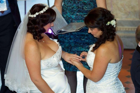 Una pareja de lesbianas contraen matrimonio   Afp