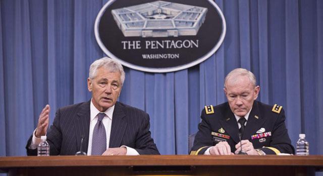 El secretario de Defensa, Chuck Hagel y el jefe del Estado Mayor, Martin Dempsey, ante la prensa.   Efe