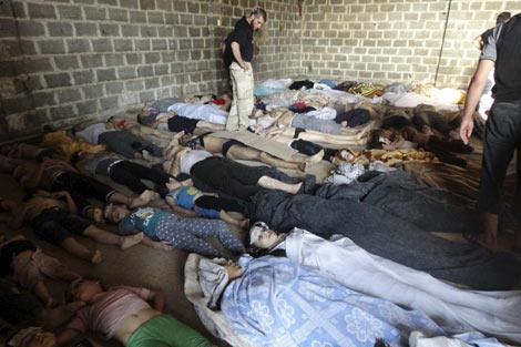 Cuerpos sin vida de las víctimas del supuesto ataque químico del miércoles.