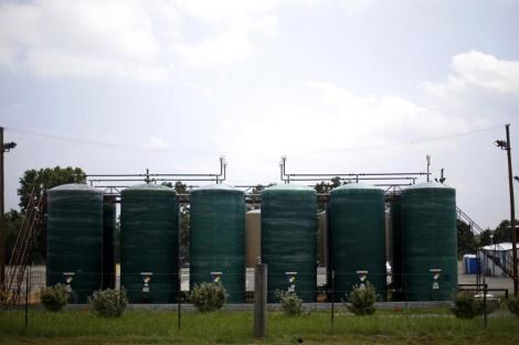 Varios tanques de tratamiento situados en la ciudad de Arkansas   Reuters