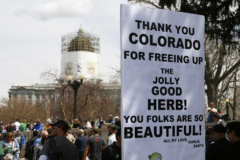 Un cartel en favor del uso de la marihuana en Denver (Colorado). | Reuters