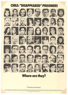 Cartel de Amnistía con rostros de los desaparecidos. | AI