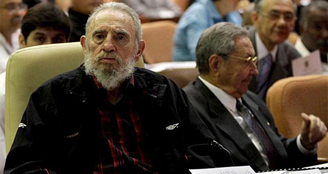 Fidel y Raúl Castro en una imagen de archivo. | Foto: Afp