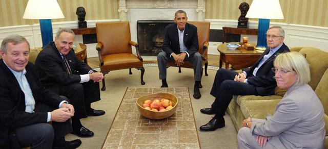 Obama en su reunión con los senadores demócratas.| Afp