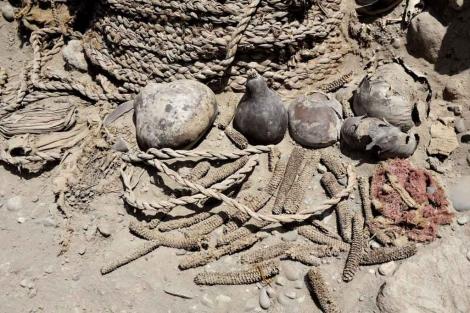 Hallan dos momias intactas de más de mil años en Lima