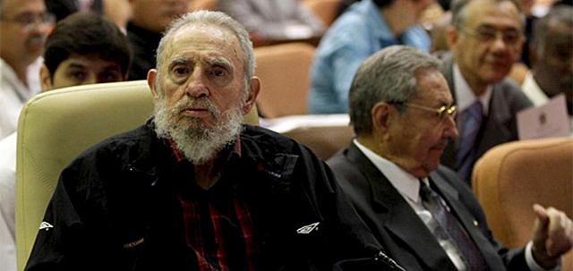 Fidel Castro y Raúl Castro. | Foto: Afp