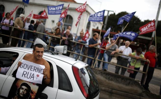 Mies de portugueses se manifestaron este sábado para que el...