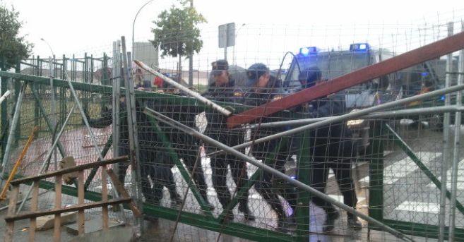 La Policía Nacional retira las barricadas este jueves en la facultad...