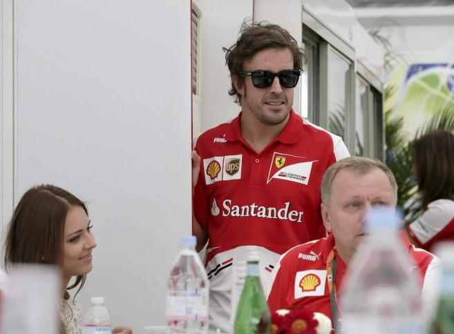 Fernando Alonso, en el 'paddock' de Suzuka.