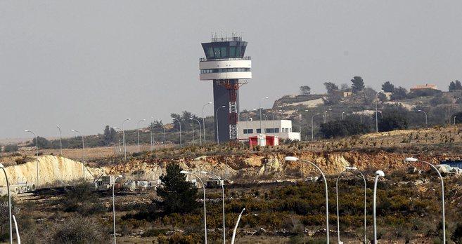 Torre de control del aeropuerto de Castellón, inaugurado en 2011.