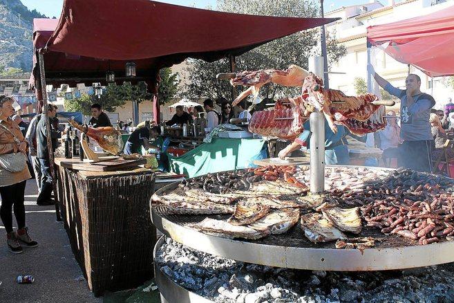 La Fira reserva espacio para la alimentación y para la artesanía,...
