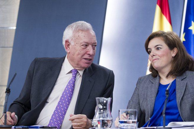 El ministro de Exteriores, José Manuel García-Margallo, junto a la...