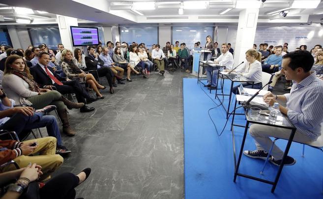 Fotografía del debate entre los tres aspirantes a presidir NNGG.