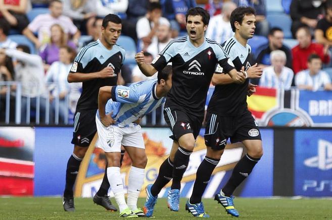 Álex López celebra uno de sus dos tantos ante el Málaga.